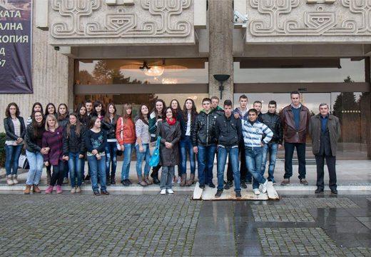 Д-р Милен Врабевски направи дарение на 24 младежи с български корен от Гимназия Босилеград