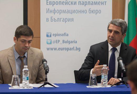 Президентът на България Росен Плевнелиев и д-р Милен Врабевски се срещнаха с петдесет младежи в Дома на Европа, София