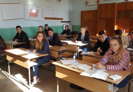 """482 ученици участват в кандидат-студентски курсове по проект """"Път към университета"""""""