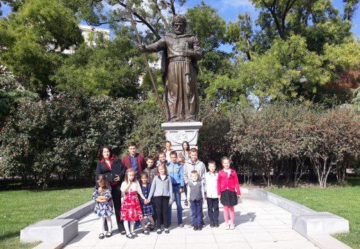 """Деца от клуб """"Родолюбие"""" в село Дъбене за пръв път посетиха столицата с подкрепата на д-р Врабевски"""