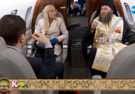 Вижте ексклузивни кадри от самолета, който пренесе Благодатния огън от България до Македония