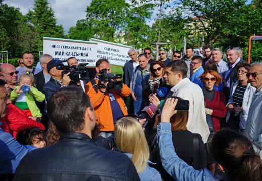 Десетки граждани излязоха на протест срещу скандалните решния на Св. Синод