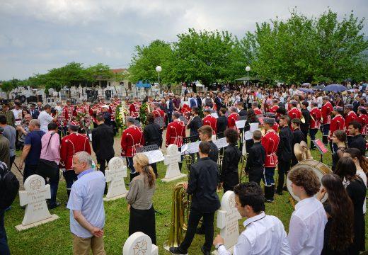 Президентът на Р. България и над 600 души отбелязаха 6 май в Ново село, Македония