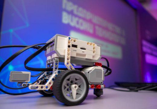 """250 деца посетиха семинара по """"Предприемачество и високи технологии"""" в Делчево, Македония"""