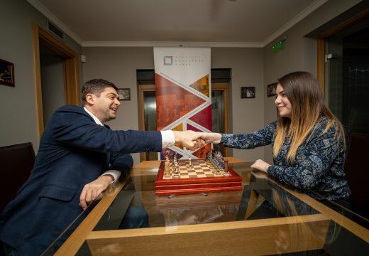 Шах сензацията Нургюл Салимова заминава за Европейското първенство по шах с финансовата подкрепа на д-р Милен Врабевски