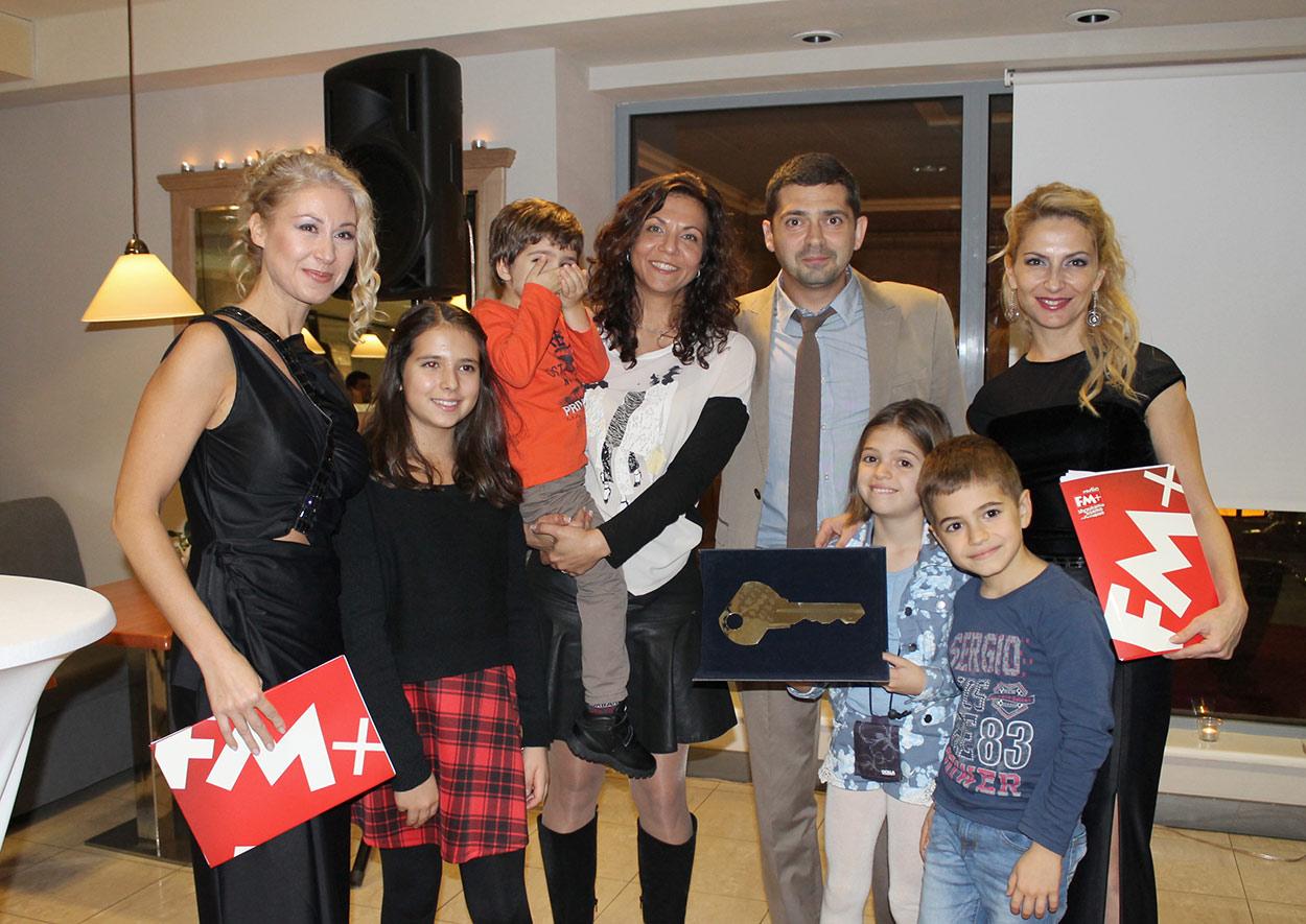 """Д-р Милен Врабевски със семейството си след връчване на наградата """"Будител - 2014 г."""""""